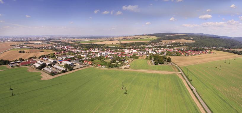 Město Velkၠ Bystřice a okolí, pohled od jihovýchodu, autor: Zdeněk Polách