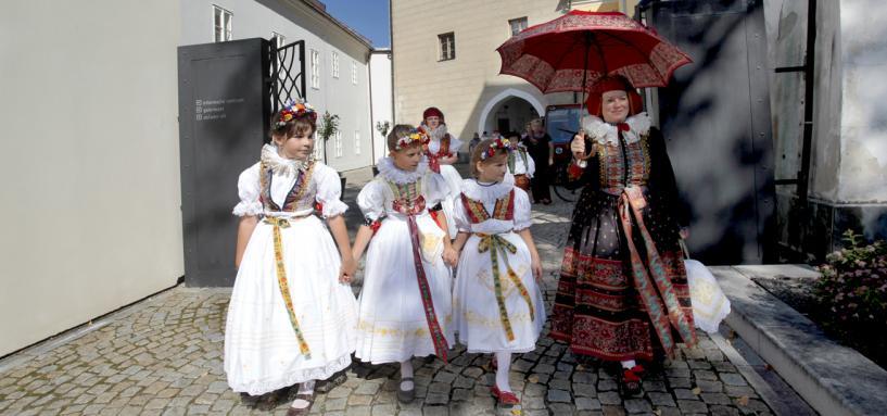Hanačky u Kulturního a informačního centra Velká Bystřice, autor: Zdeněk Polách